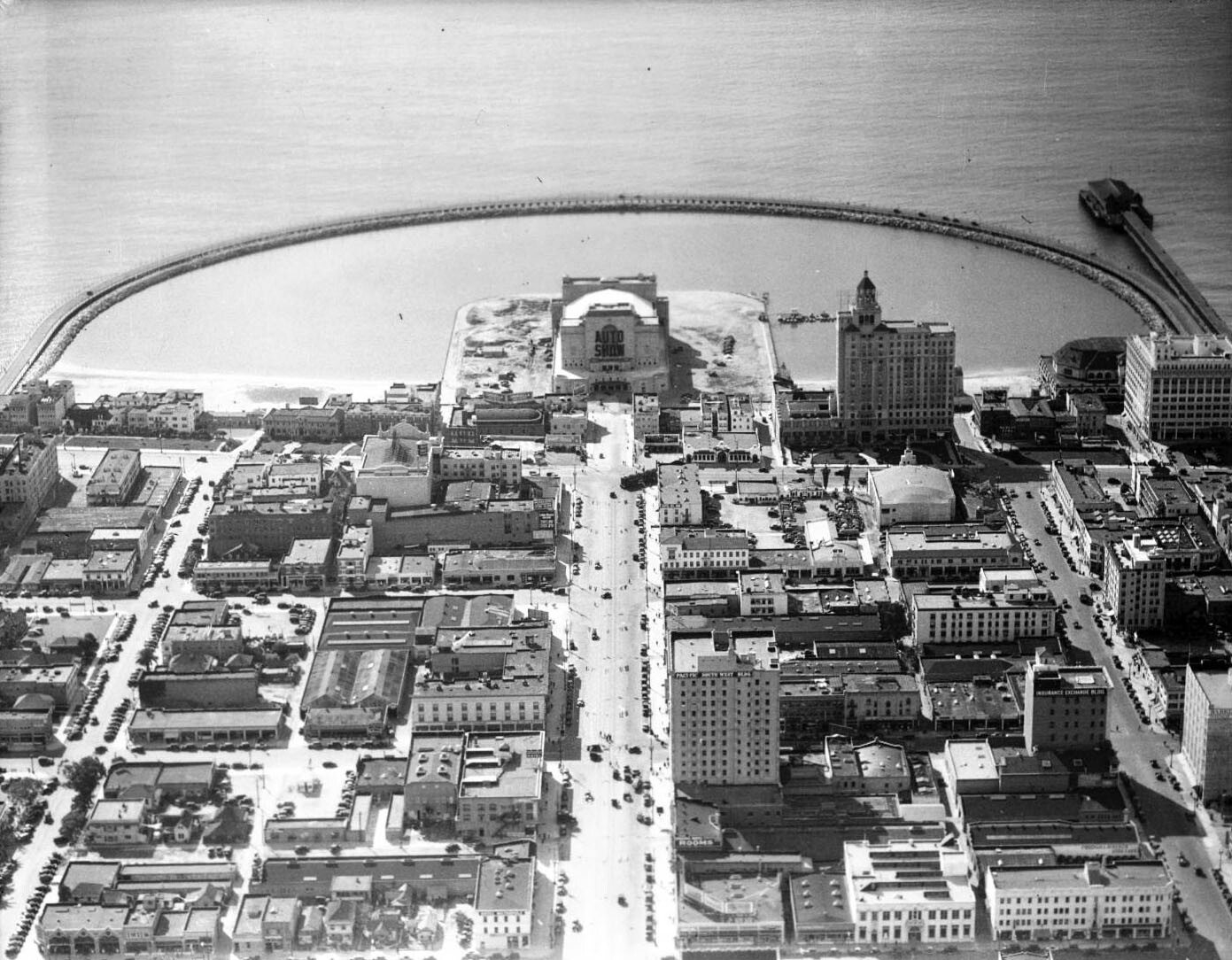An aerial view of Rainbow Pier. Courtesy of the USC Libraries - California Historical Society Collection.