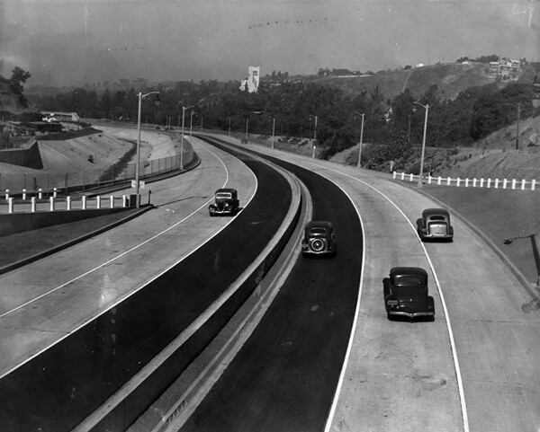 The first Highland Park segment of the Arroyo Seco Parkway on its opening day, July 20, 1940. Courtesy of the Herald-Examiner Collection, Los Angeles Public Library.