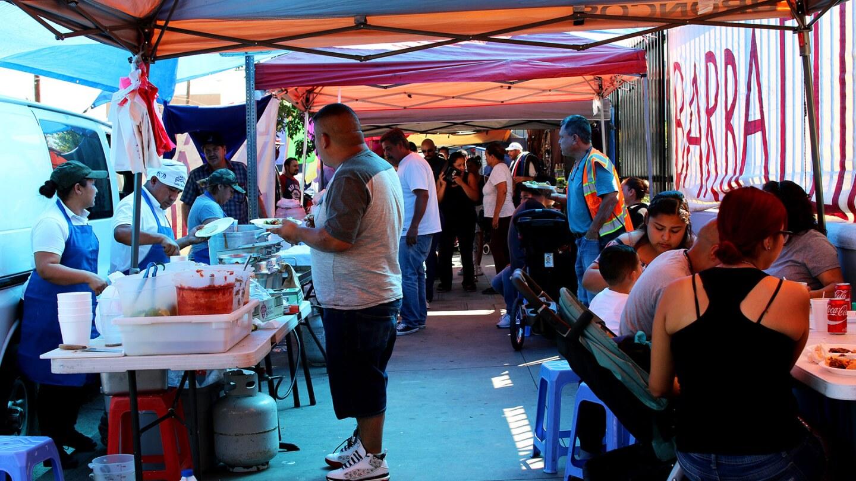 Pinata District street vendors | Samantha Helou Hernandez