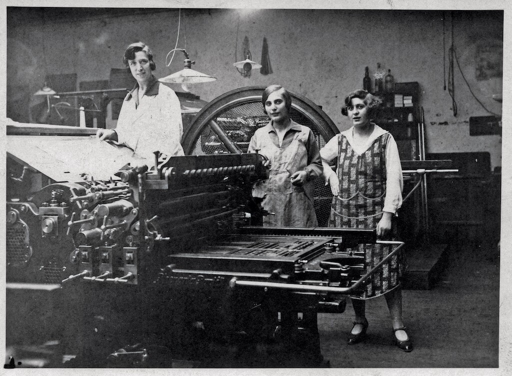 Women with printing press, 1920