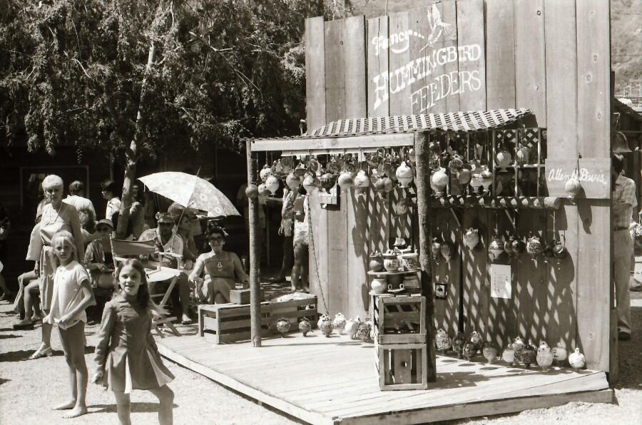 sawdust_festival_laguna_beach_allen_davis_hummingbird_feeder_booth.jpg