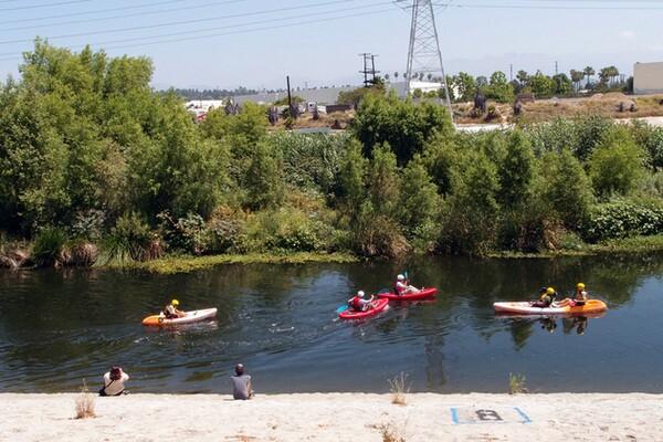 Kayaking down the L.A. River | Photo: Yosuke Kitazawa