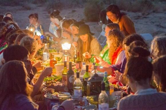 A Women's Dinner in the Desert. | Photo: Thea Lorentzen.