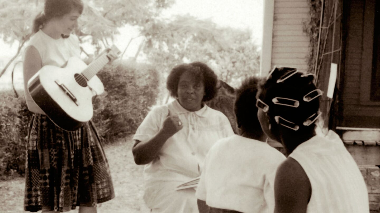 Heather Booth and Fannie Lou Hamer   Jewish Women's Archive