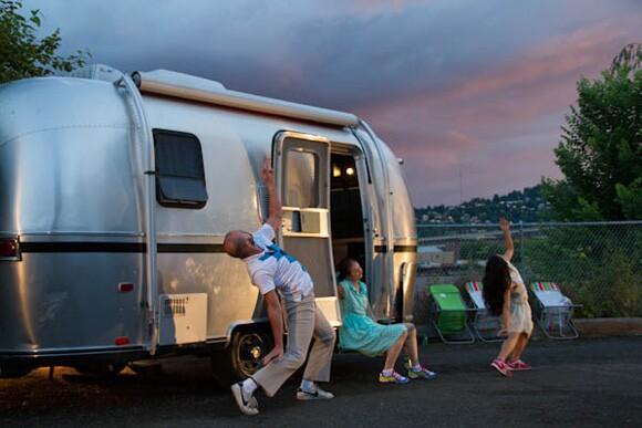 A sneak peak preview performance of Feedback on the north side of the river in Portland at sunset featuring dancers Marissa Labog (LA), Joe Schenck (LA), Carla Mann (Portland), Noel Plemmons (Portland) | Photo: Nick Shepard.