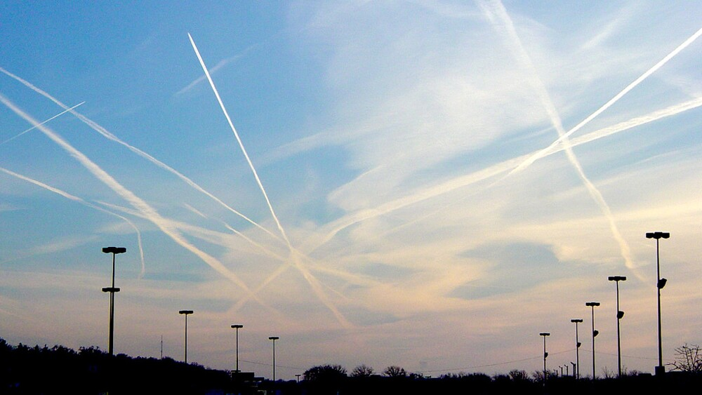 A web of contrails over the midwest | Photo: Quad Cities Chemtrails, some rights reserved