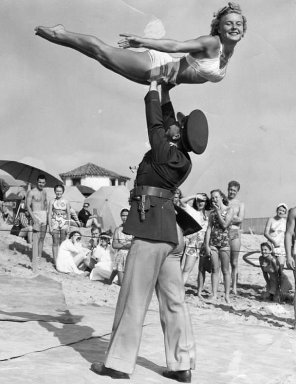 Club Casa del Mar gymnasts | Herald Examiner Collection/Los Angeles Public Library