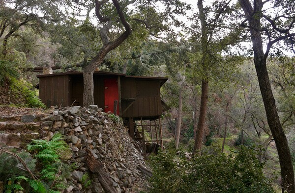 Cabins like this are sprinkled around the canyon. Several are permanent homes to nature-loving residents. Photo by Yosuke Kitazawa   KCET