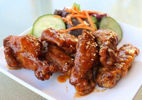 Sriracha honey wings | Photo by Far East