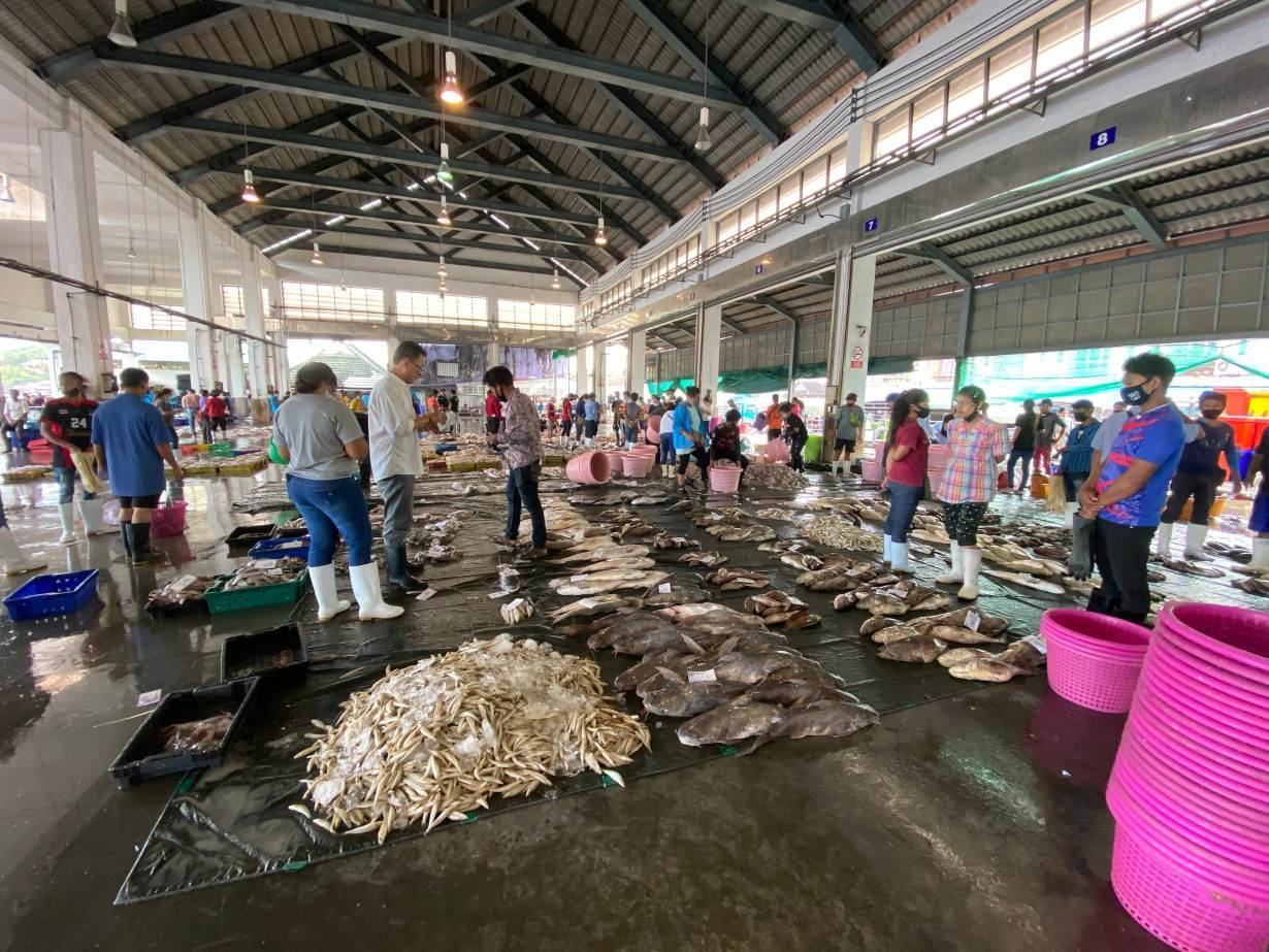 Fish are sold at a public fishing port in Ranong, Thailand on September 11, 2020. Thomson Reuters Foundation/Nanchanok Wongsamuth