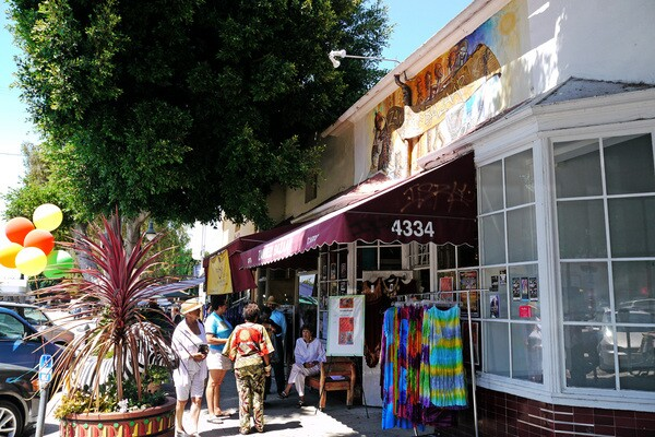 Zambezi Bazaar on Degnan Boulevard | Photo: Yosuke Kitazawa