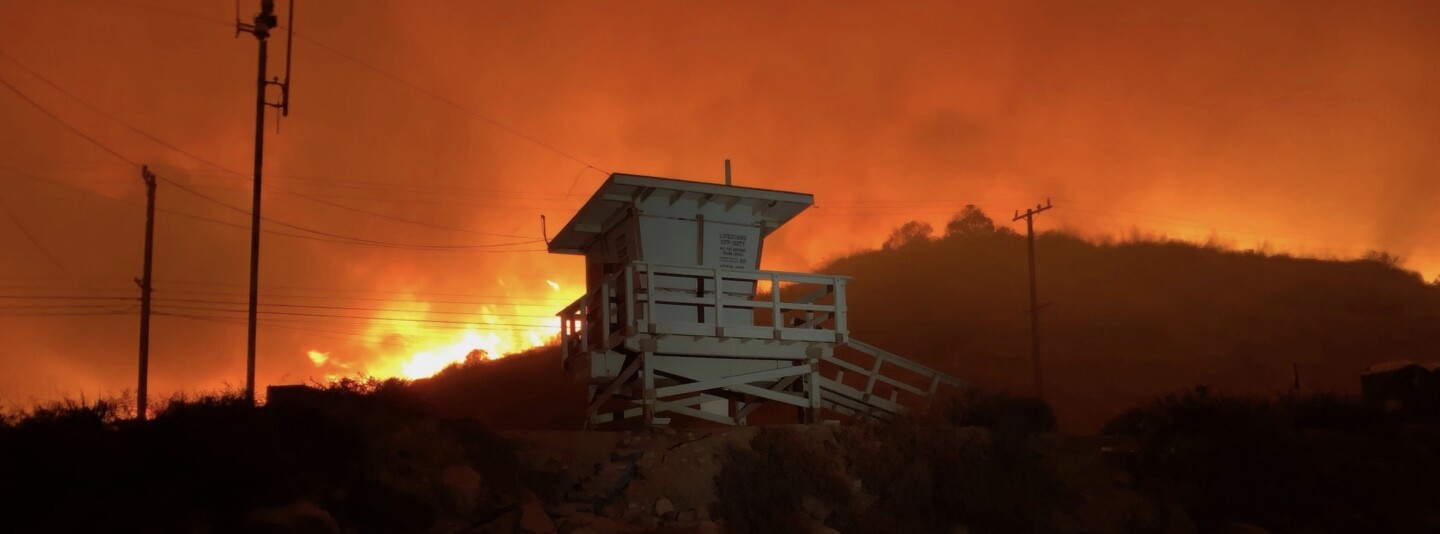 Woolsey Fire approaches Malibu beach, November 10 Cropped