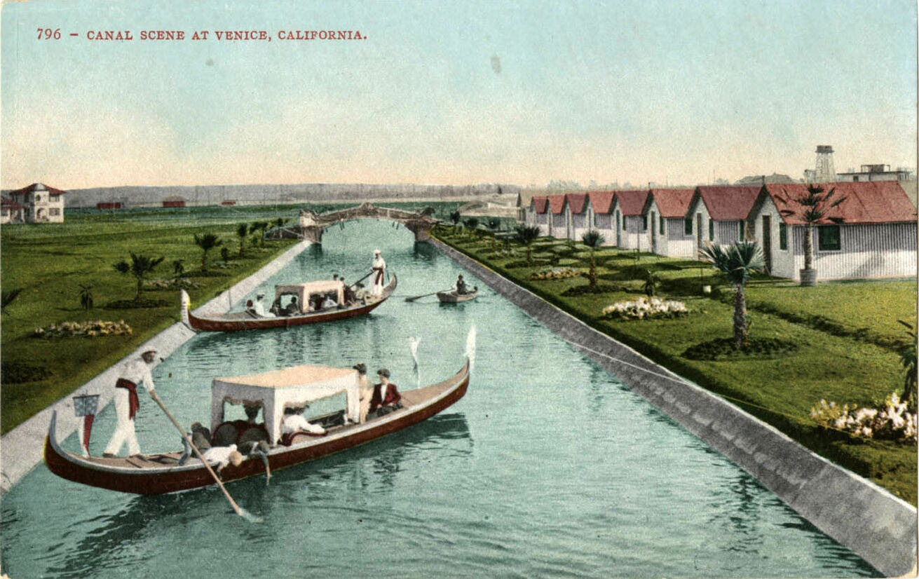 Tourists paid for gondola rides; residents used more practical motorboats to get around Venice. Courtesy of the Werner Von Boltenstern Postcard Collection, Loyola Marymount University Library.