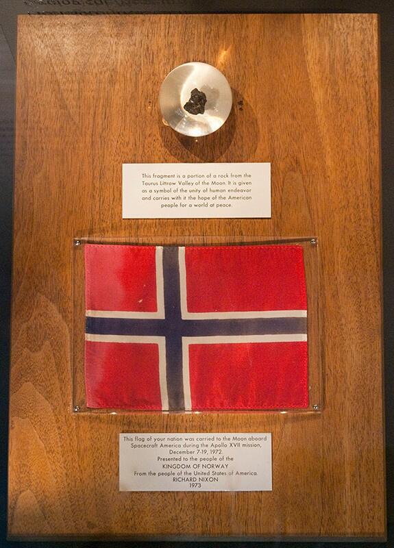 A moon rock and Norwegian flag flown to the moon aboard Apollo 17. | Jaknudsen/Wikimedia Commons (CC BY-SA 3.0)