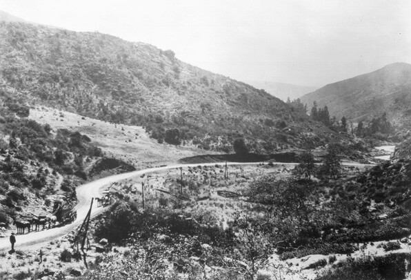 Unpaved road through Cahuenga Pass, circa 1905. Courtesy USC Libraries, California Historical Society Collection.