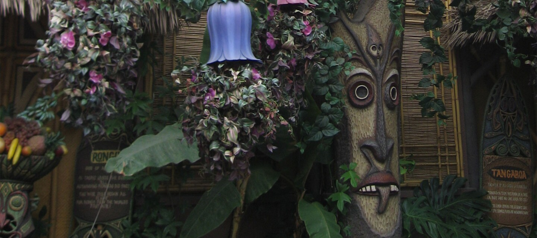 The outside of The Enchanted Tiki Room at Disneyland | Jonnyboyca/Public Domain