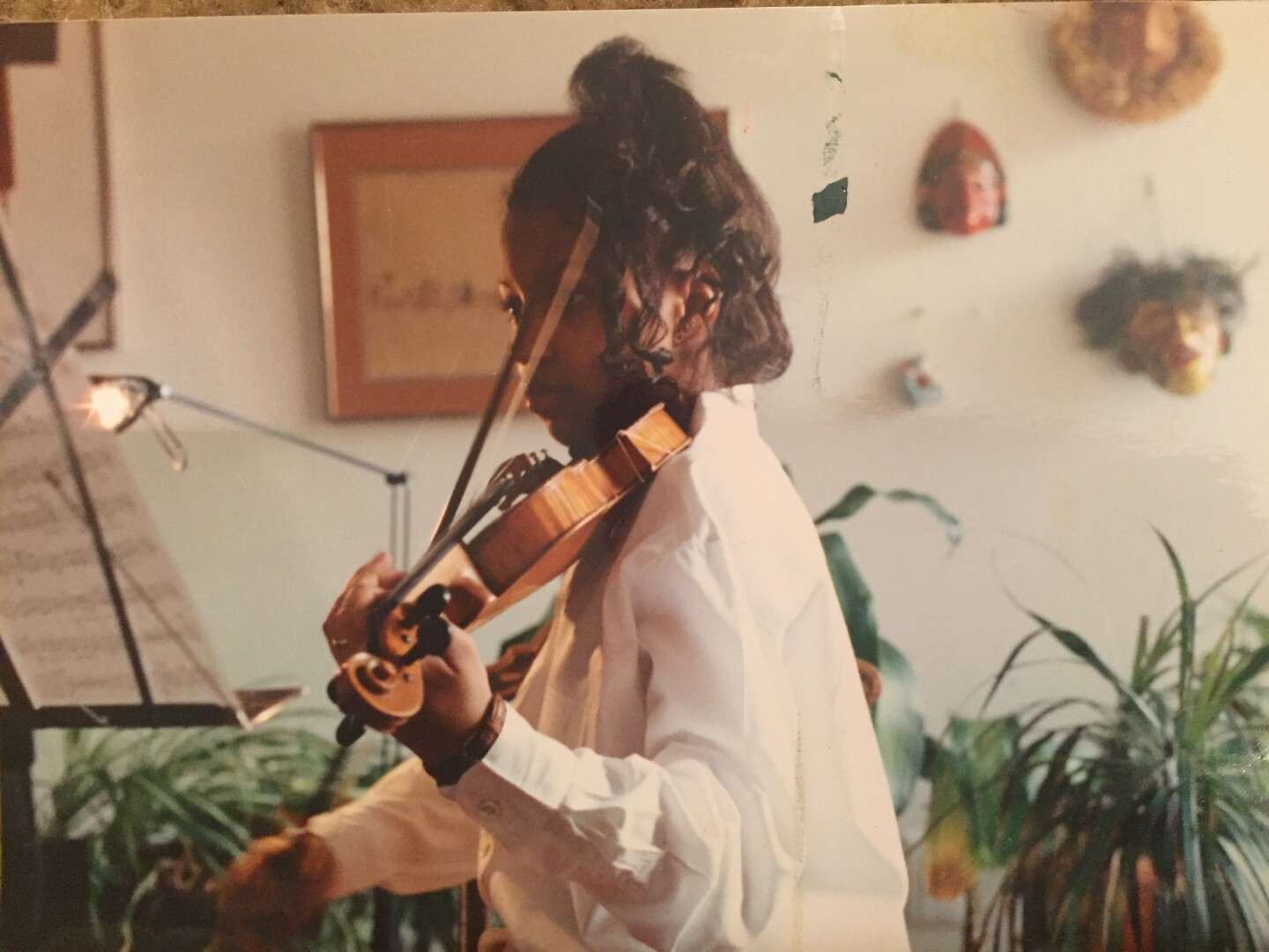 A young woman playing the violin.