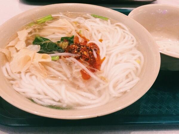 Crossing over bridge noodles | Photo by Clarissa Wei