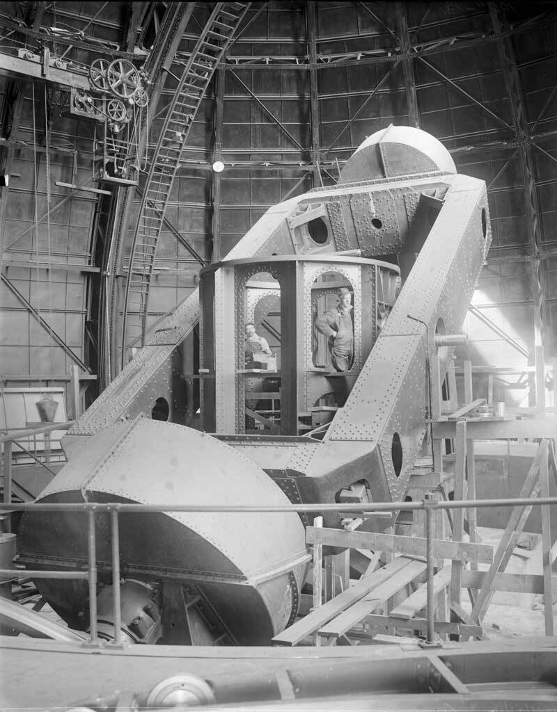 Lower section of the Hooker 100-inch reflecting telescope, Mount Wilson Observatory  |  Image courtesy of the Observatories of the Carnegie Institution for Science Collection at the Huntington Library, San Marino, California