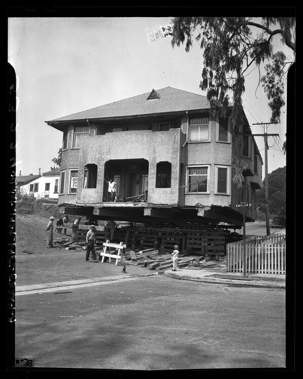House being moved from Colton and N. Boylston Sts. for construction of Hollywood Freeway, Calif., 1948