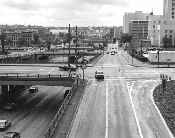 With the construction of the Santa Ana (US-101) Freeway, historic Aliso Street became a mere frontage road. 1988 photo by William Reagh, courtesy of the California State Library.