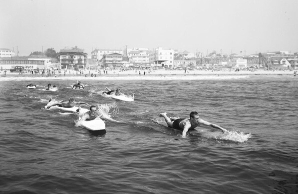 1954 paddleboard race from Santa Monica Pier to Ocean Park Pier. Courtesy of the USC Libraries' Los Angeles Examiner Collection.