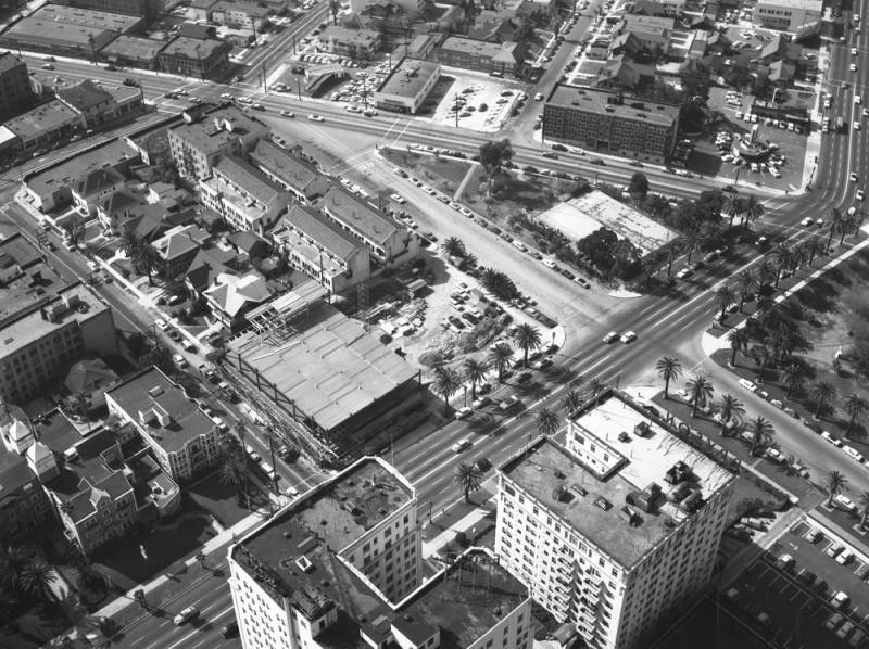 A 1956 view of the Hoover (running across top) and Wilshire with the edge of Lafayette Park on the far right side