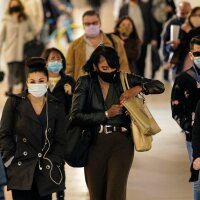 Following COVID-19 precautions commuters in face coverings at Union Station on Tuesday, Nov. 10, 2020 in Los Angeles, California. | Irfan Khan / Los Angeles Times via Getty Images