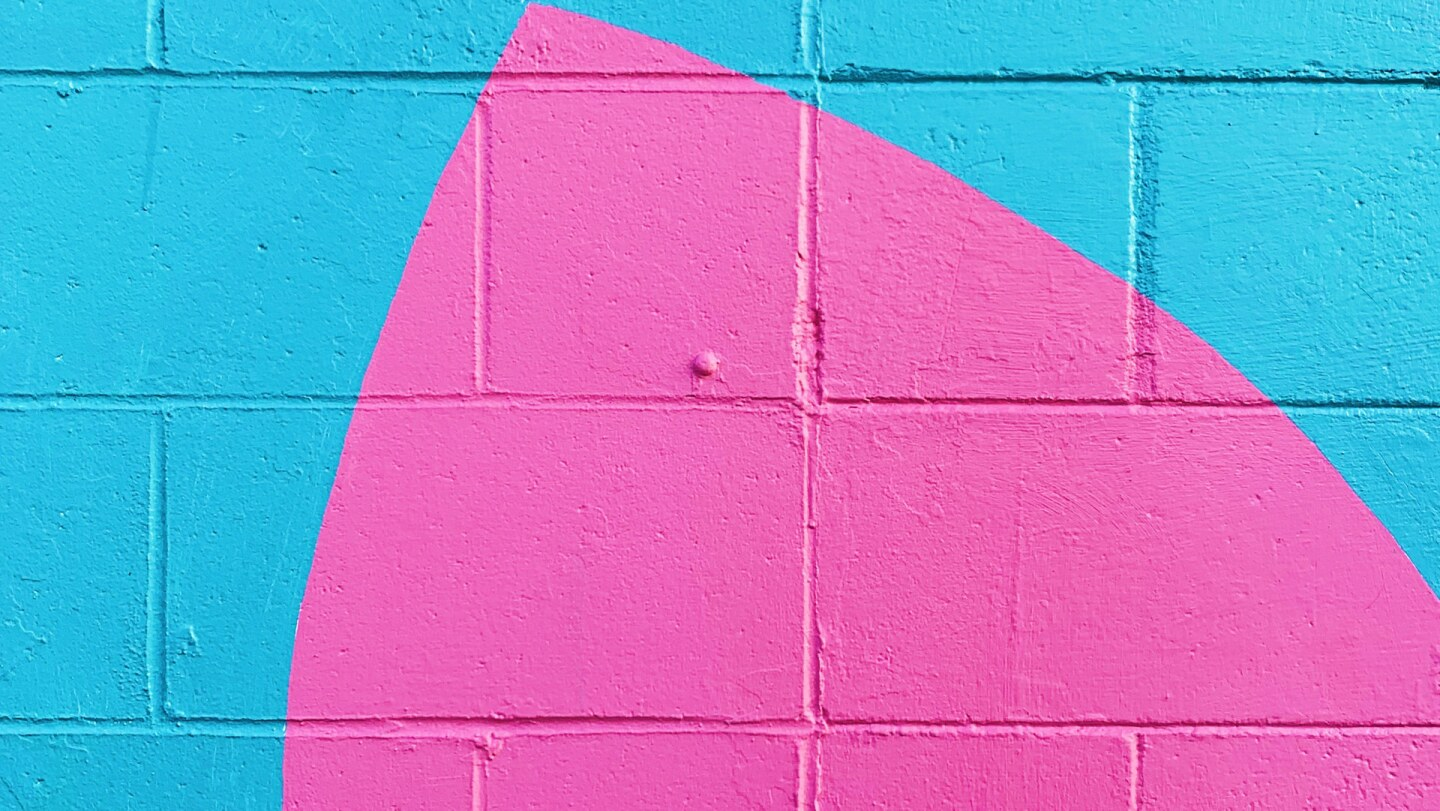 A wall painted teal and hot pink | Bryan Garces / Unsplash