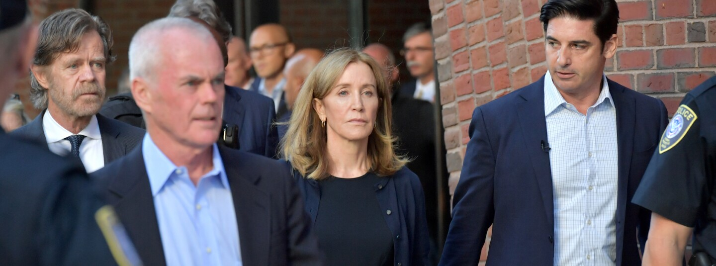 Felicity Huffman and husband walking with group out of court cropped
