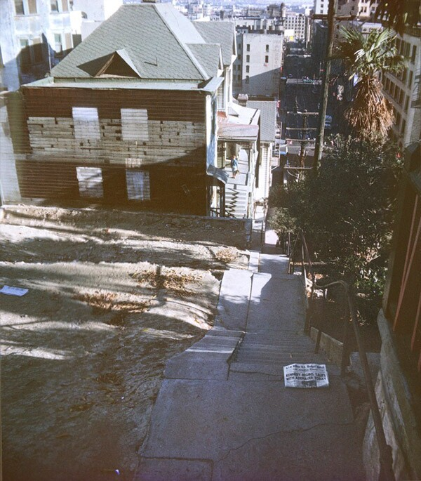 The Angels Flight steps up the eastern slope of Bunker Hill in 1962. Photo by George Mann, courtesy of Dianne Woods and the George Mann Archives.