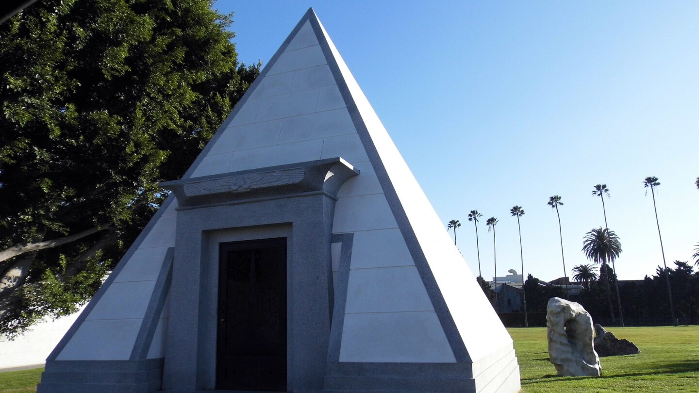 A Masonic structure at Hollywood Forever Cemetery | Sandi Hemmerlein