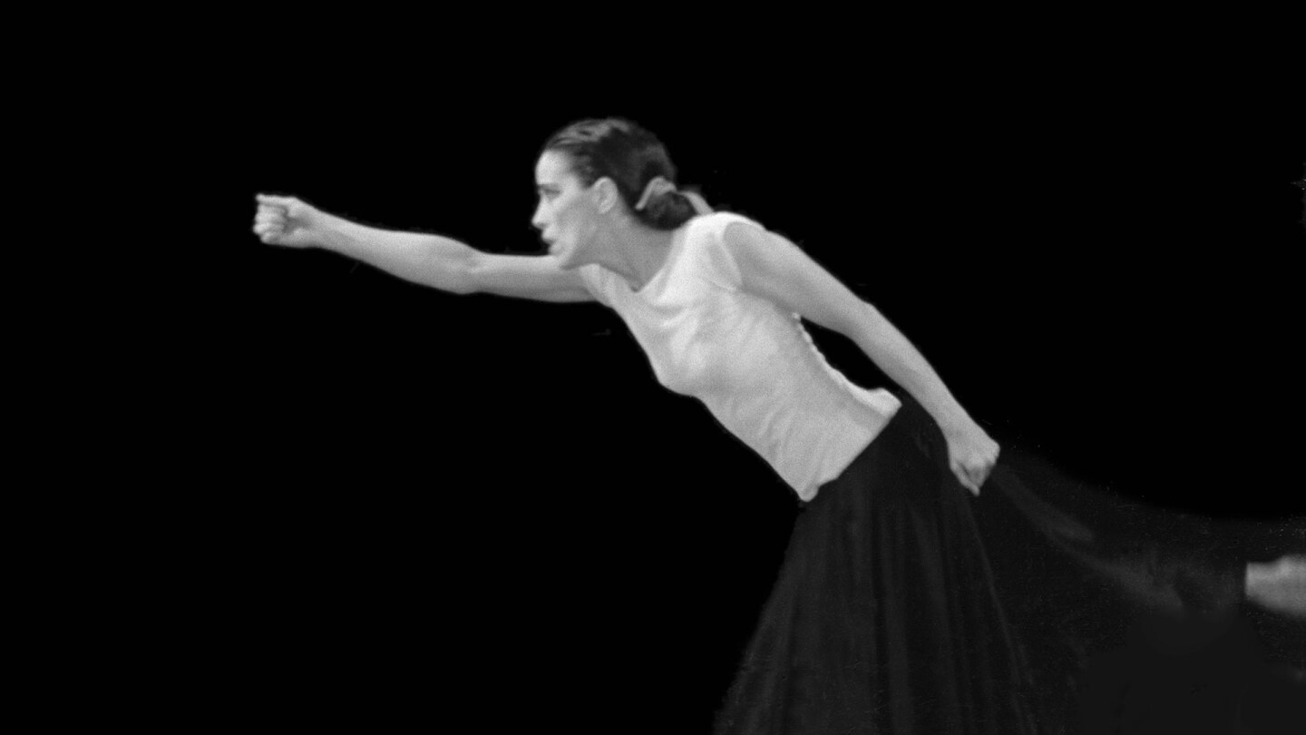 Martha Graham in Immediate Tragedy. Photograph by Robert Fraser, 1937. Courtesy of Martha Graham Resources, a division of the Martha Graham Center of Contemporary Dance, Inc.