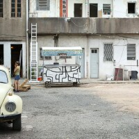 Vila Flores - Car in the Courtyard