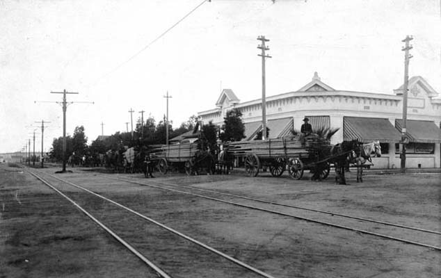 1900 view of Santa Monica Boulevard in Sawtelle. Courtesy of the Photo Collection - Los Angeles Public Library.