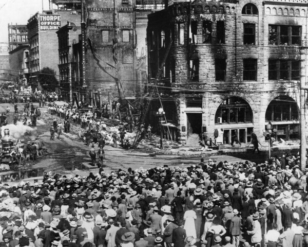 Crowd gathers after the bombing | Security Pacific National Bank Collection, Los Angeles Public Library