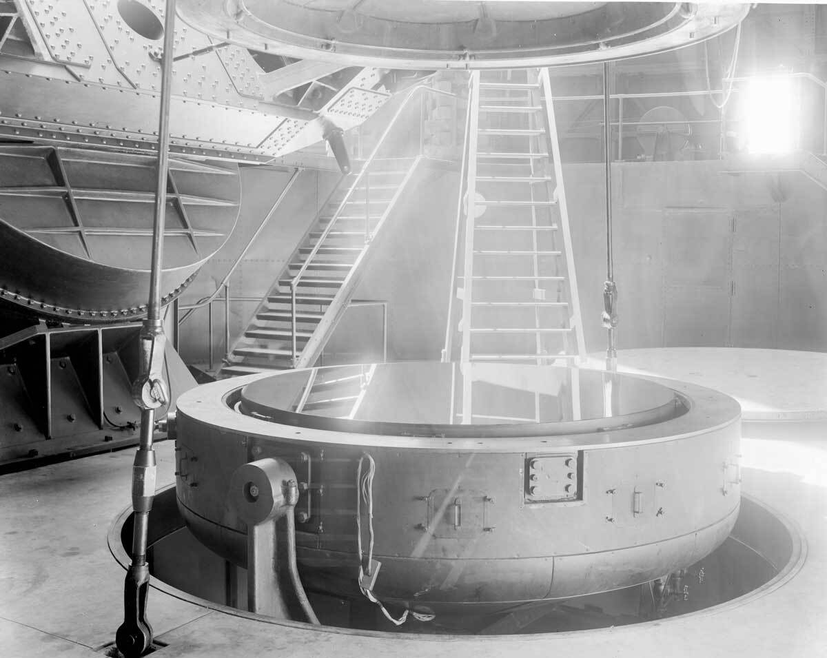 Mirror for the Hooker 100-inch reflecting telescope in its cell, Mount Wilson Observatory  |  Image courtesy of the Observatories of the Carnegie Institution for Science Collection at the Huntington Library, San Marino, California