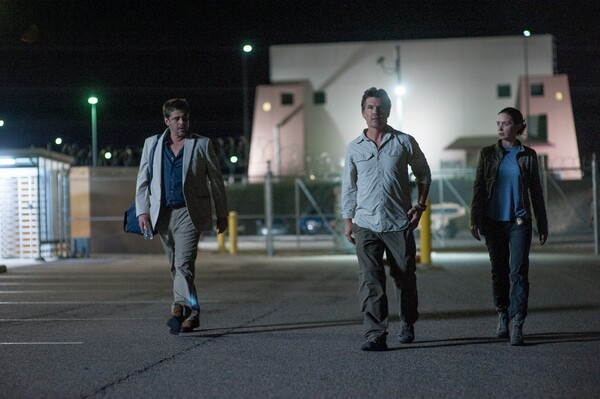 Alejandro (Benicio Del Toro, left), Matt Graver (Josh Brolin, center) and Kate Macer (Emily Blunt, right) in SICARIO.