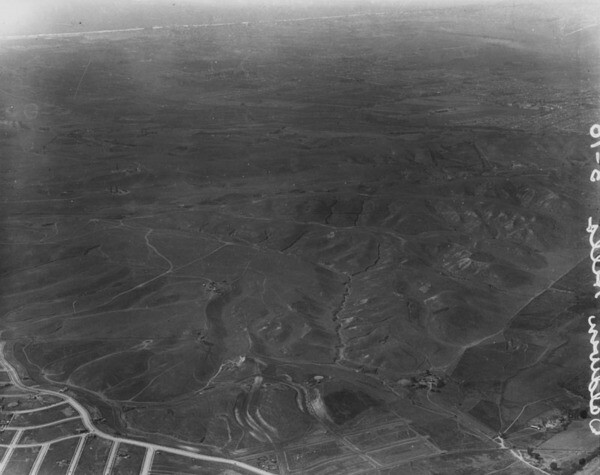 An aerial view of the Baldwin Hills ca. 1924, three years before Walter H. Leimert would purchase the land from Clara Baldwin Stocker. Image: Courtesy of Los Angeles Public Library