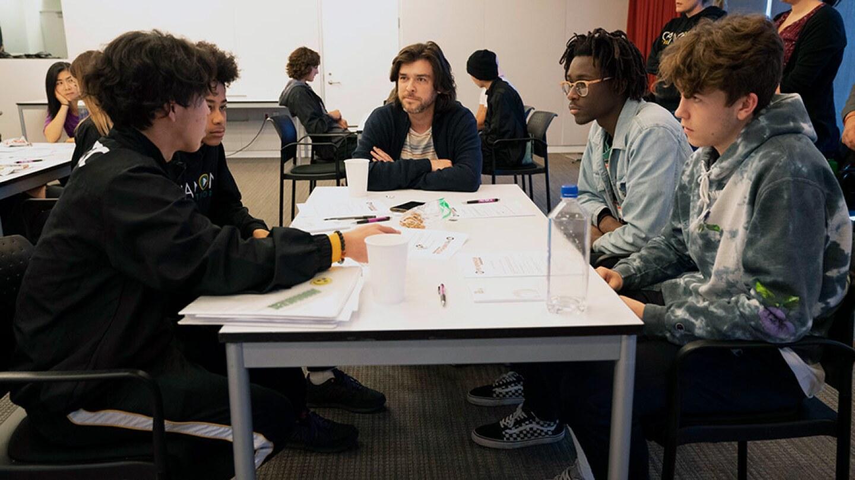 Students share their pitch ideas with Dan Leonard, an editor. | Carla Pineda