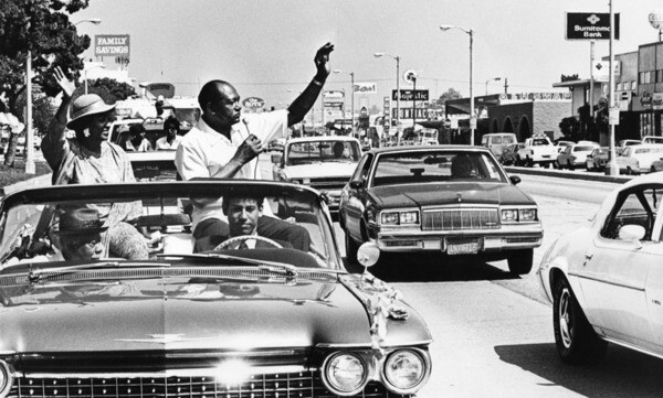 Mayor Bradley campaigning on Crenshaw in 1989 | Courtesy of Los Angeles Public Library