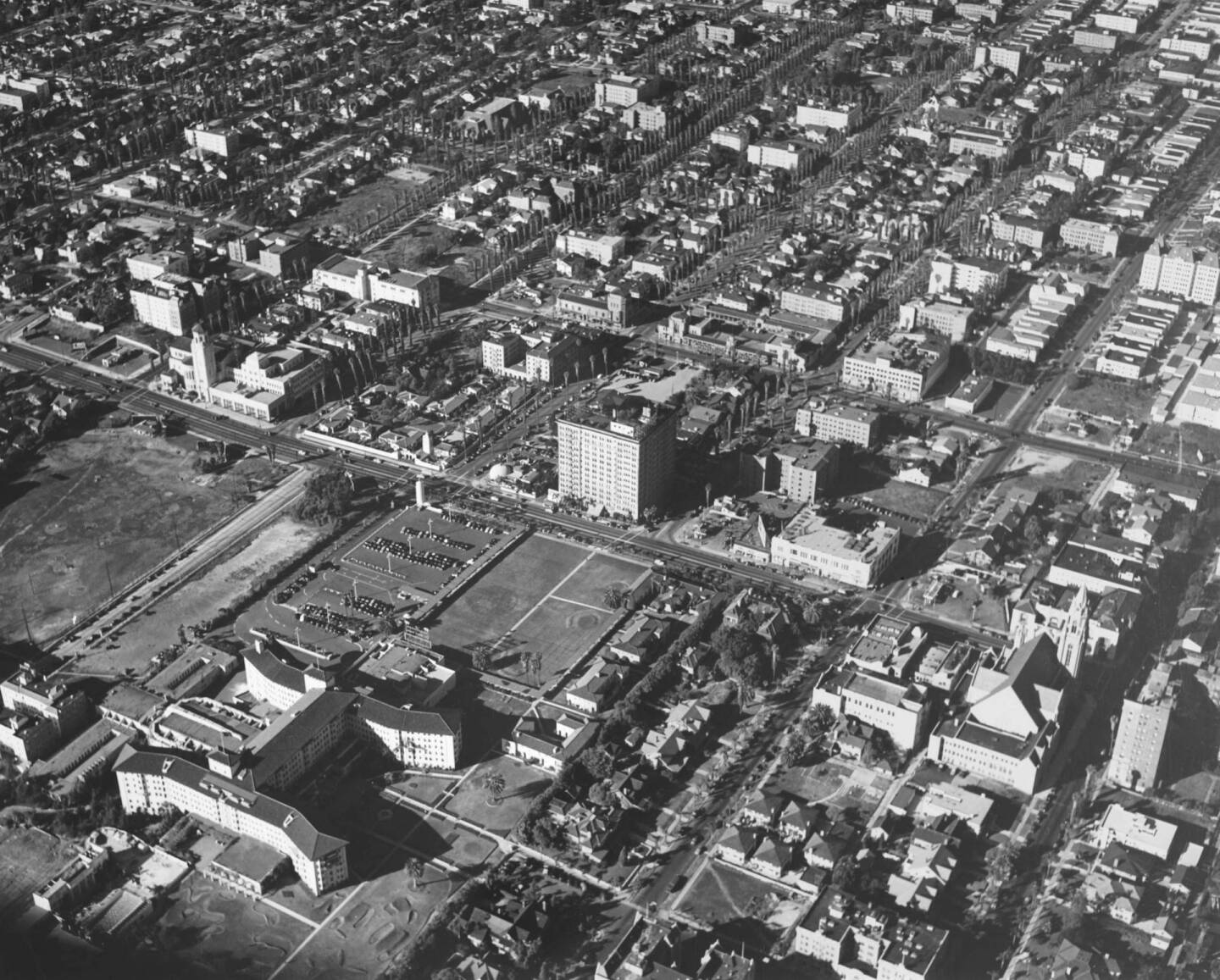 Aerial view of the Ambassador Hotel in 1940