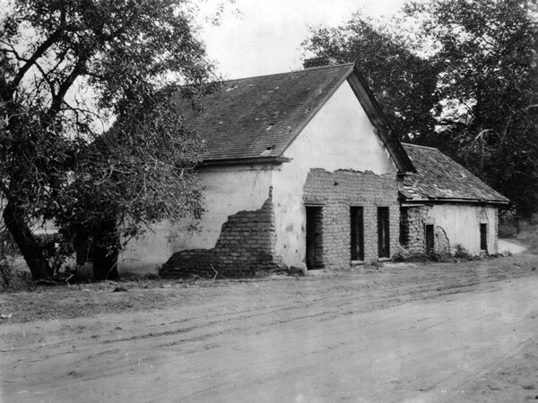 Circa 1900 view of the Rancho Los Feliz adobe. Built in 1830, the adobe still stands today. Courtesy of the Photo Collection, Los Angeles Public Library.