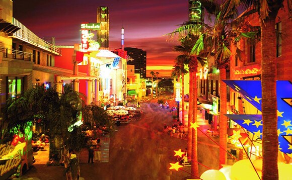 Universal City Walk | Courtesy of The Jerde Partnership, Inc