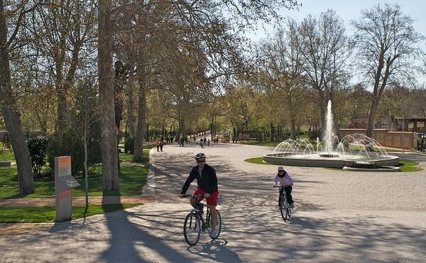Bicycling in Huerta de la Partida at the entrance of the Casa de Campo