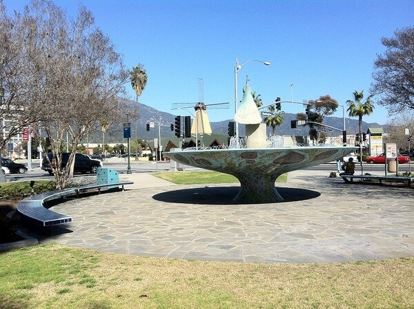 Peacock Fountain (2002) and Denny's with a windmill (formerly a Van de Kamp's)