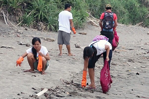 Towards the Human City: Bye Bye Plastic Bags Cleanup