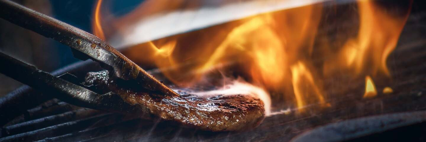 Barbecueing meat | James Sutton on Unsplash