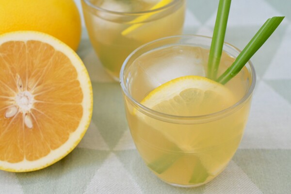 Iced Green Tea with Grapefruit and Lemongrass