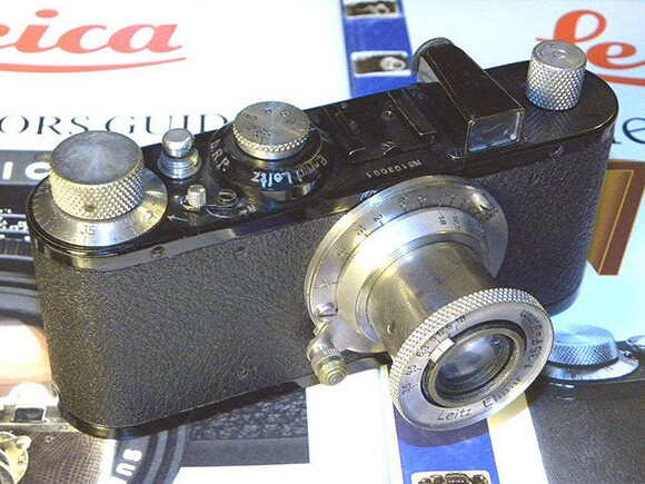 Leica Standard 1932. | Photo: Courtesy of Wikipedia Commons.